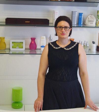 Eva Glöckner begrüßt Sie im Kosmetikstudio